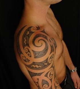 Ornamentally tribal tattoo on shoulder