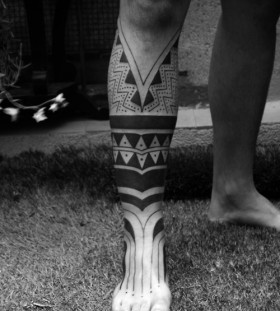 Ornaments of black tribal tattoo on leg