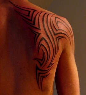 Simple lovely black tribal tattoo on shoulder