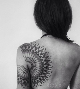 Back stymetric geometric shoulder, back tattoo