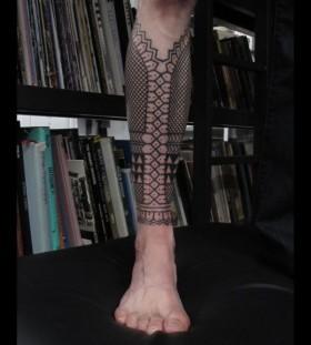 Black forms geometric tattoo on leg