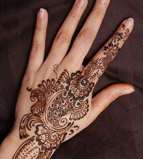 Cool looking Henna and Mehndi design tattoo