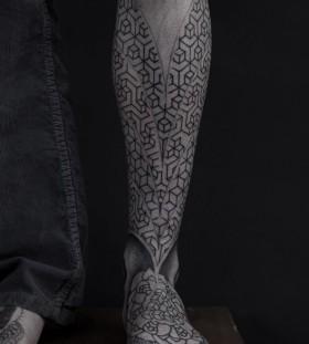 Cute ornaments geometric tattoo on leg