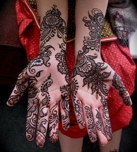 Great looking Henna and Mehndi design tattoo
