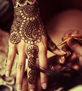 Pretty black Henna and Mehndi design tattoo