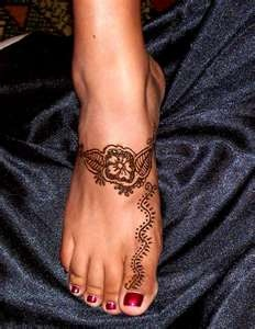 Red nails lovely foot chinese style tattoo