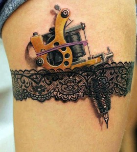 3D tattoo machine in garter on thigh tattoo