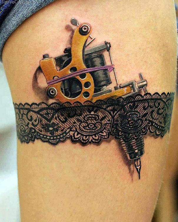 3D tattoo machine in garter on thigh tattoo