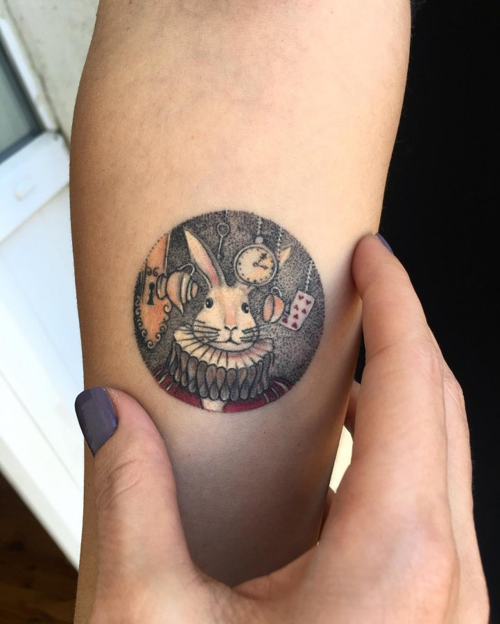 alice-in-wonderland-rabbit-circle-tattoo