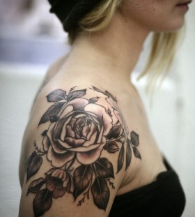 Blonde girl's shoulder tattoo