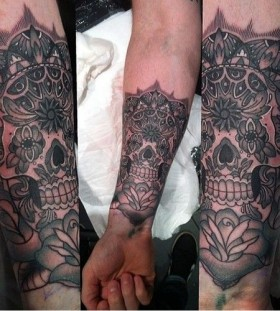 Brilliant skull tattoo by Flo Nuttall