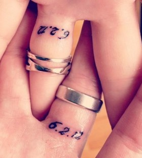 Cool tiny finger's tattoo