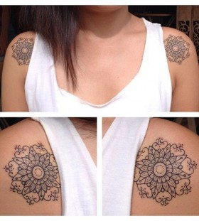 Cute shoulder tattoos by Pepe Vicio