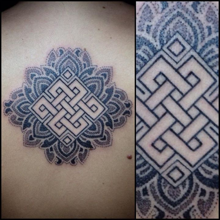 Endless knot tattoo by Pepe Vicio