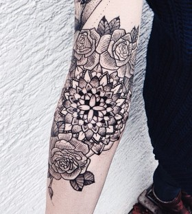 Flowers tattoo by Jessica Svartvit