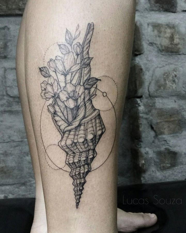 flowery shell tattoo by lucas lua de souza