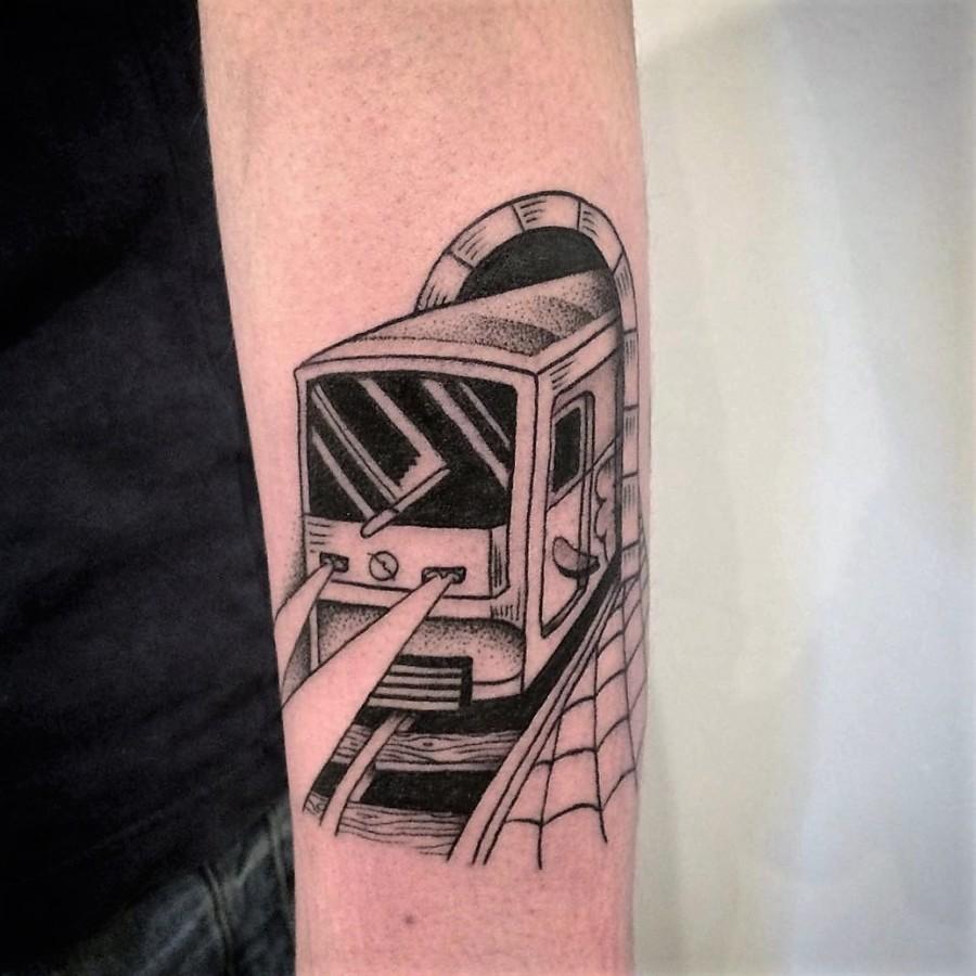 franck-pellegrino-bleunoir-parisian-train-blackwork-tattoo