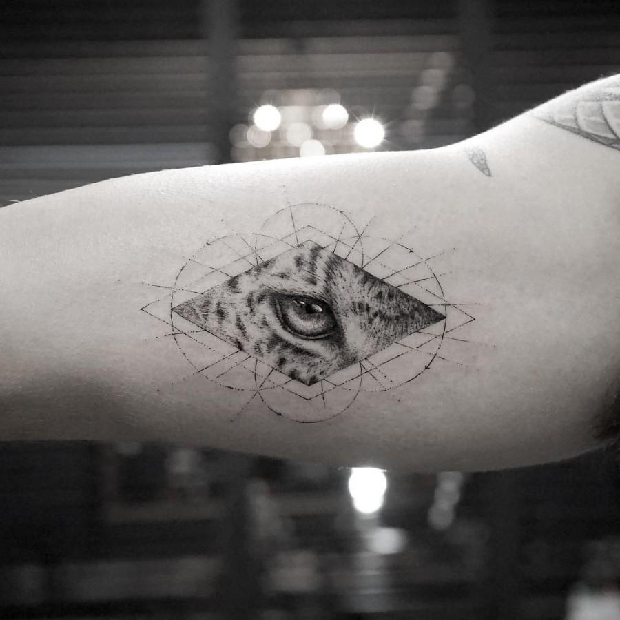 geometric leopard eye tattoo