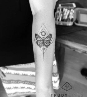 geometric-butterfly-tattoo-by-trudy_lines_tattoo