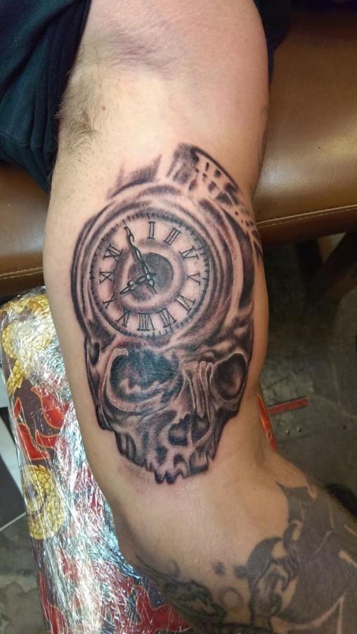 Great skull clock arm tattoo