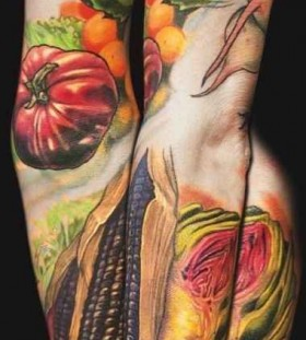 Greet and red tomatoes food tattoo