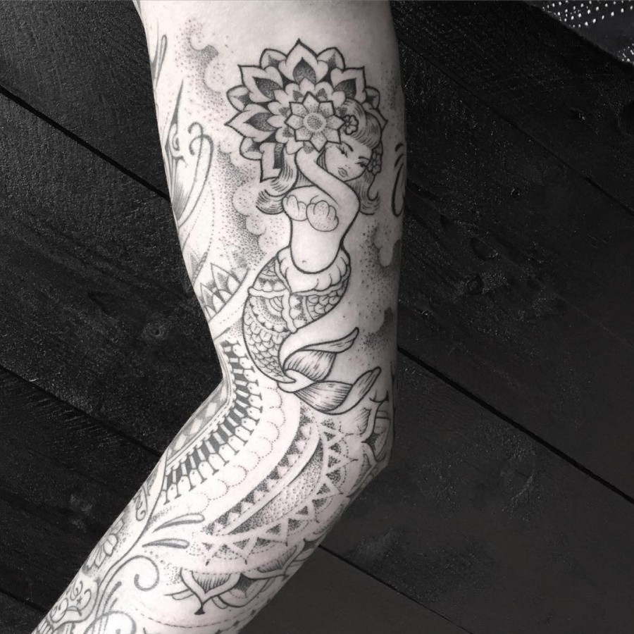 jeykill-bleunoir-mermaid-blackwork-tattoo