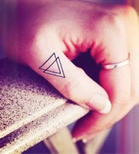Lovely finger's triangle tattoo