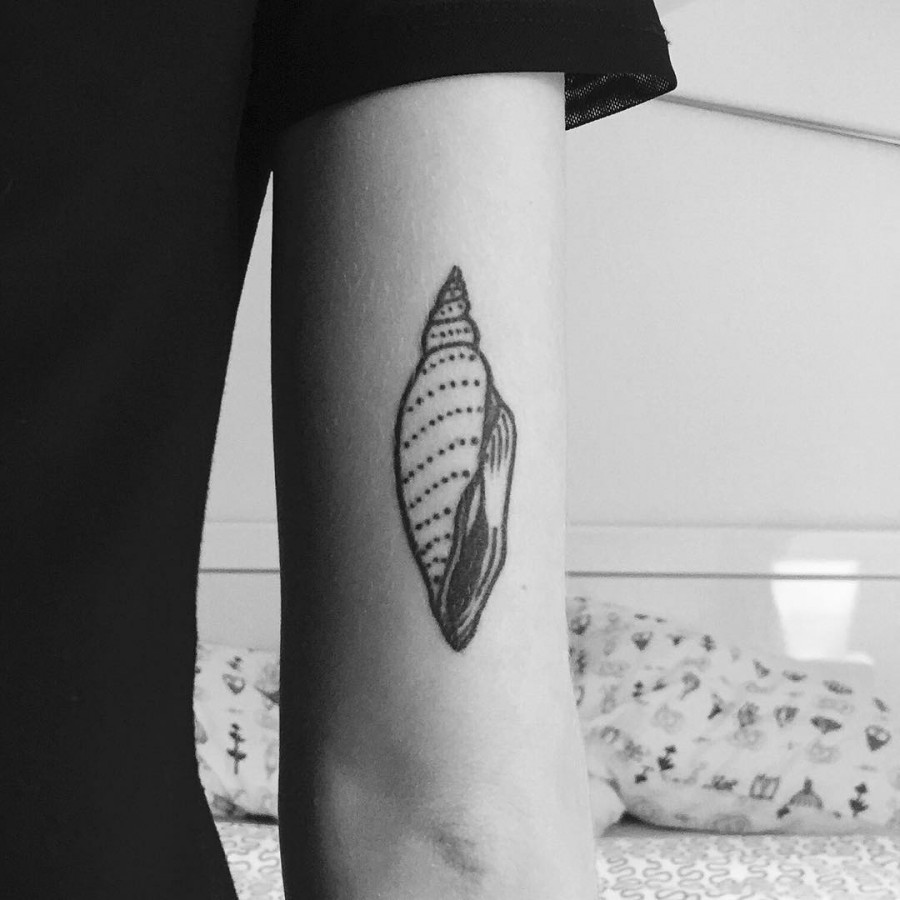 lovely seashell tattoo by armelle stb