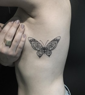 mehndi-inspired-butterfly-tattoo-by-miltonreistatuador