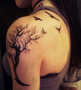 Nice dead tree and birds tattoo