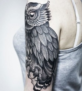 Nice owl tattoo by Pepe Vicio