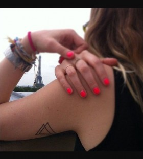 Red nails triangle tattoo