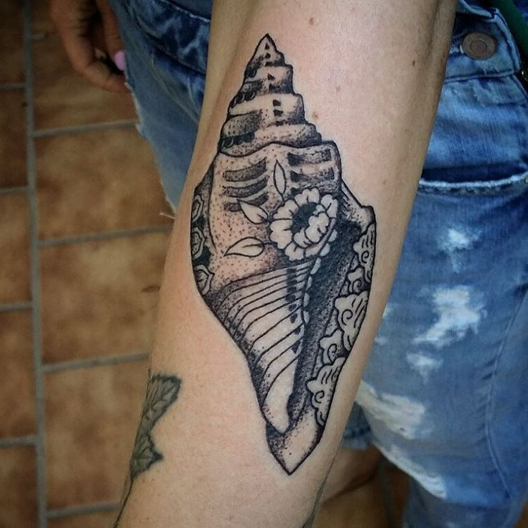 shell tattoo by fabian pedroza