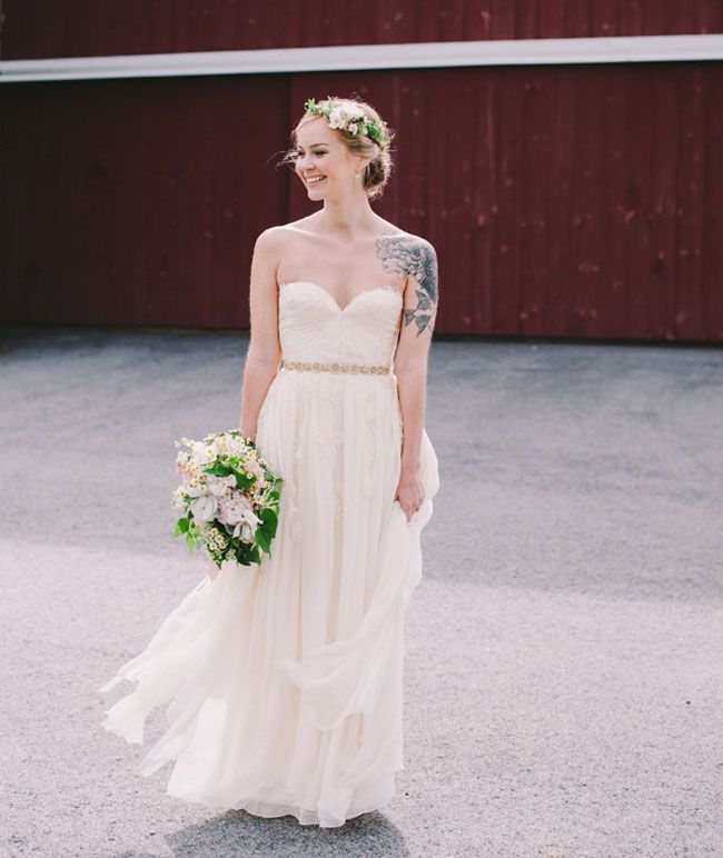 Shoulder and cute flowers bride tattoo