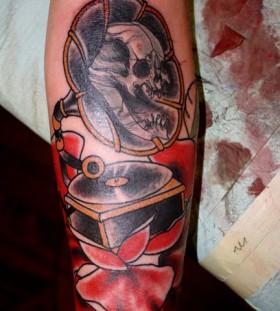 Skull gramophone arm tattoo