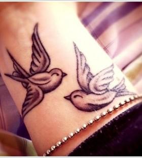 Small looking tribal bird tattoo
