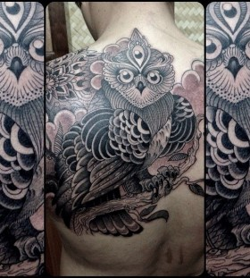 Stunning owl back tattoo by Pepe Vicio