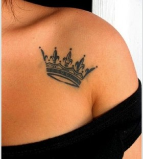 Awesome shoulder's crown tattoo