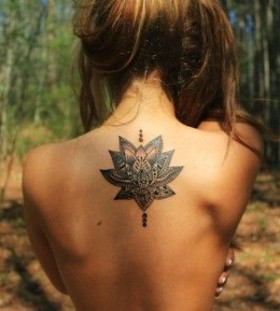 Back women's snail tattoo