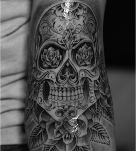 Black simple roses skull tattoo