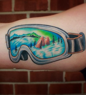 Cool glass skiing tattoo