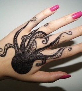 Cool nail's and black octopus tattoo
