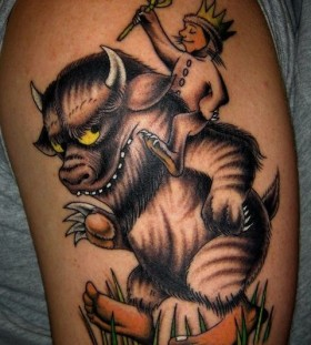 Funny animal and men's king style tattoo on arm