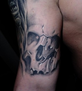 Gorgeous black skull tattoo