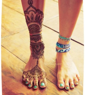 Gorgeous looking leg's tattoo