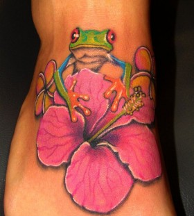 Green frog and pink flower picture tattoo