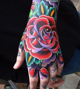 Hand's rose American Traditional Tattoo
