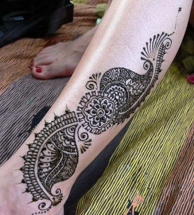 Lace style snake tattoo on leg