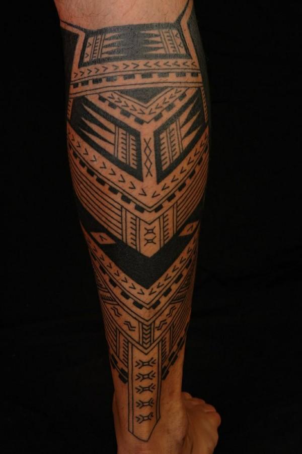 Lovely ornaments tattoo on men's legs
