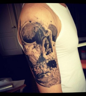 Men's arm's skull tattoo